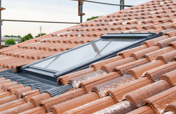 Instructions on how to install a roof lantern on a flat roof
